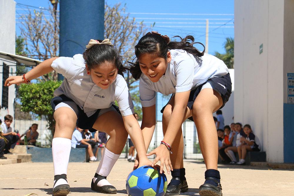 Los pequeños demostraron sus habilidades físicas y conocimientos en ciencias naturales.