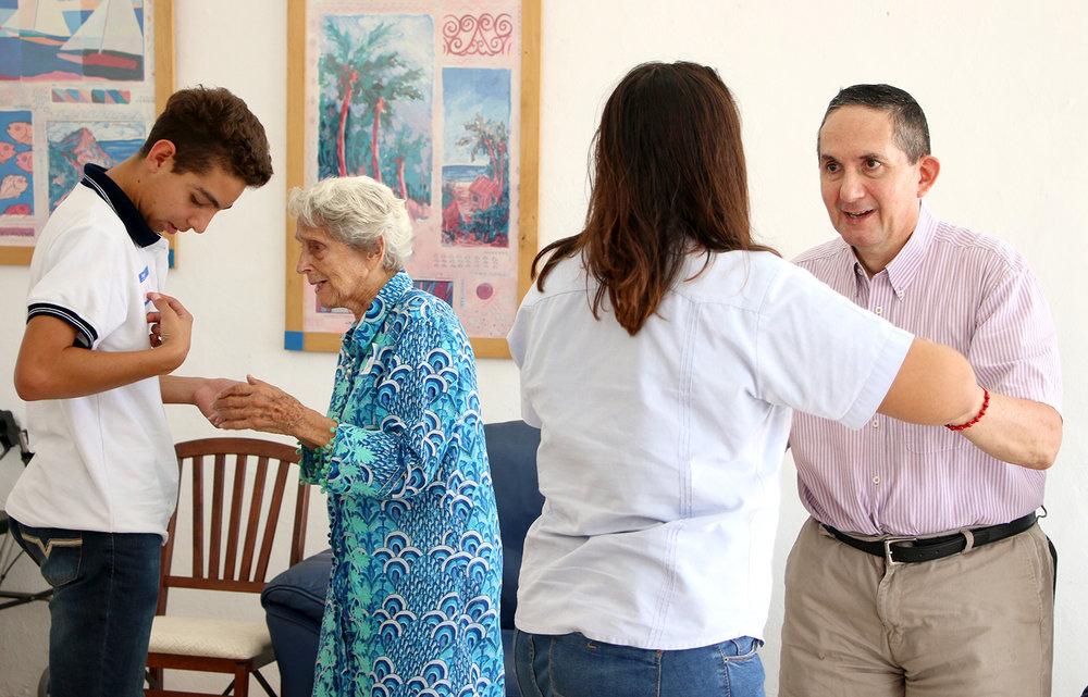 Alumnos con adultos mayores