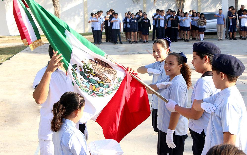 Homenaje especial al 24 de febrero, Día de la Bandera Mexicana.