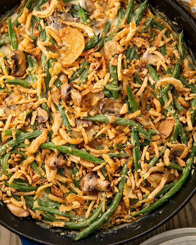 Thanksgiving sides aren't the greenest, so get some greens with the best Green Bean Casserole⠀ .⠀ .⠀ .⠀ INGREDIENTS⠀ .⠀ 2 cloves garlic, finely minced or grated⠀ 1 jar YUMYIN Caramelized Onion⠀ 2 cans Cream of Mushroom Soup⠀ 5 cans green beans - any cut⠀ 2 teaspoons lemon juice⠀ 2 tablespoons (30g) butter⠀ Freshly ground black pepper⠀ Kosher salt⠀ 16oz Crispy Fried Onions⠀ .⠀ DIRECTIONS⠀ -Set oven to 350 F⠀ -Mix garlic, YUMYIN, mushroom soup, green beans in a bowl⠀ -Add lemon, salt and pepper to taste⠀ -Spread into 13x9 pan⠀ -Bake for 30-40 minutes⠀ -Spread crispy fried onion over the top⠀ -Bake for 5 more minutes⠀ .⠀ .⠀ https://www.yumyin.com/recipes/2018/11/8/ultimate-green-bean-casserole⠀ .⠀ #thanksgiving #greenbean #greenbeans #casserole #sides #thanksgivingside #yumyin #onion #caramelizedonion #fallflavors #recipeoftheday #recipe #recipes #delicious #crispyonion #crispyonions #yum