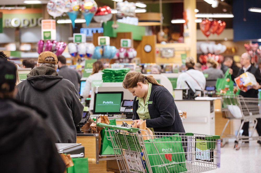 149-Publix%20Opening%202-13-19%20-%20Low%20Res-0M4A1786-X3clerk.jpg