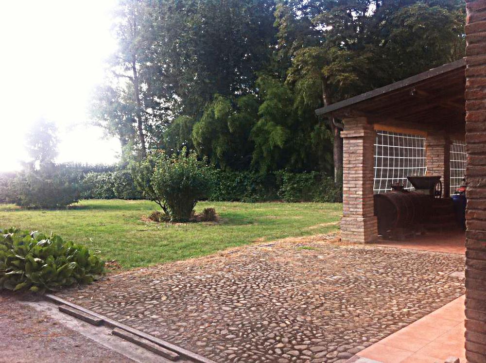 Guarini-Matteucci-vini-wine-Castelfalcino-Azienda-B&B-appartamento-VillaLiberty-giardino.png