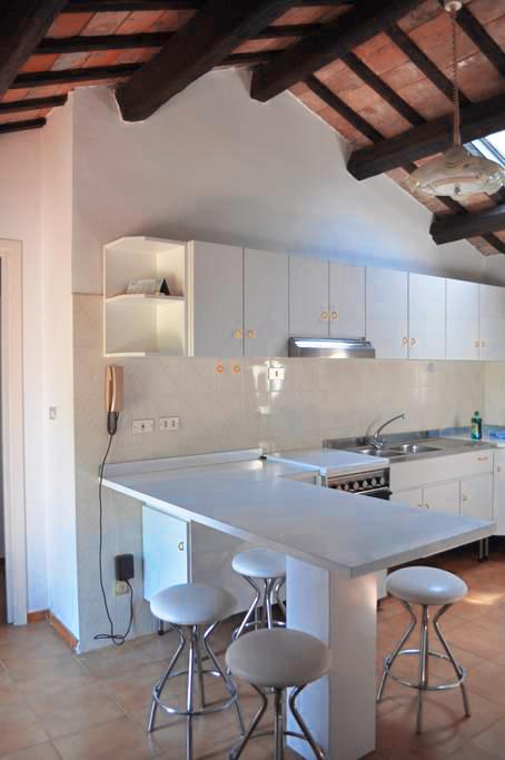 Guarini-Matteucci-Castelfalcino-azienda-vinicola-villa-liberty-B&B-cucina.png