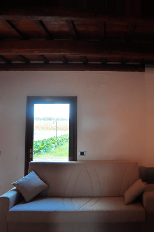 Guarini-Matteucci-vini-wine-Castelfalcino-Azienda-B&B-appartamento-VillaLiberty-divano-letto.png