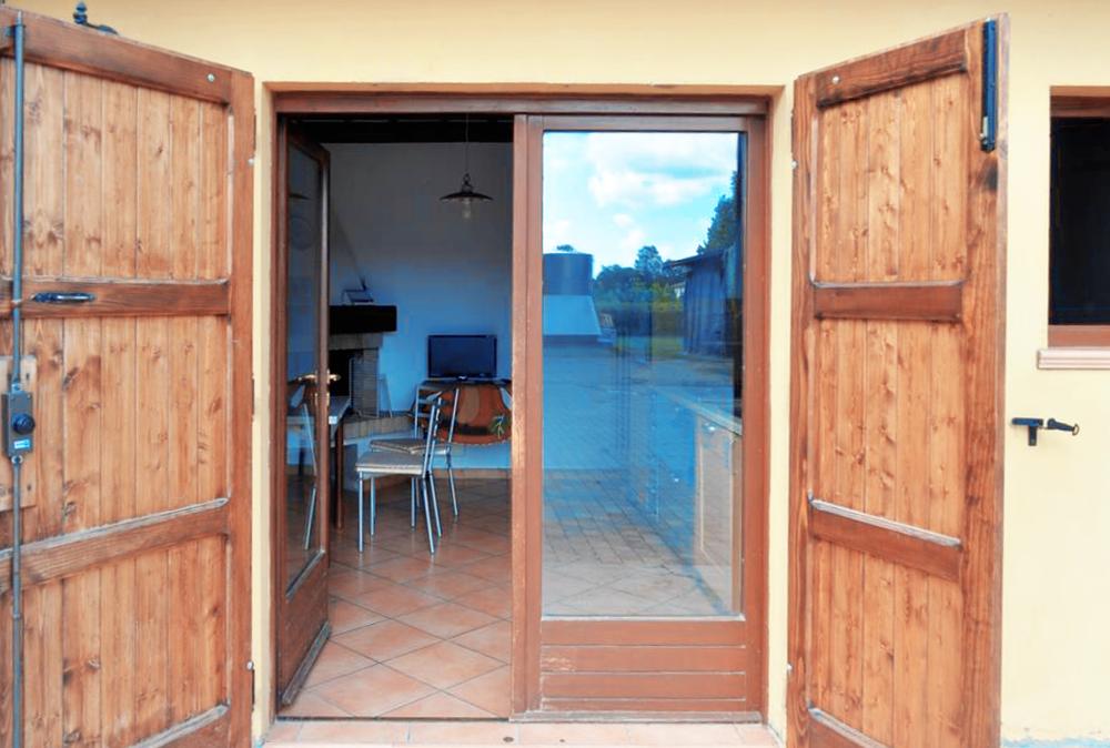 Guarini-Matteucci-vini-wine-Castelfalcino-Azienda-B&B-appartamento-VillaLiberty-ingresso.png