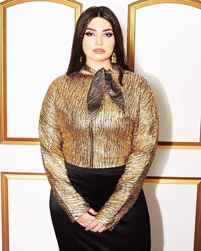 Wrapped with a BOW - the perfect piece for all of your holiday parties and soirees, shop our Gold Reversible Zip Up Blouse now, just click the link on the photo! . . . . . #SimoneAviv #Fashion #Style #Glamour #Fashionista #FashionBlogger #StyleBlogger #PlusSize #PlusSizeFashion #PlusFashion #PlusSizeStyle #HonorMyCurves #PlusSizeFashionBlogger #CurvyGirlsVIP #PlusAndProud #PlusSizeStyleWatch #CurvyGirl #FashionForwardPlus #BoldnCurvy #MyStylishCurves #StyleFilesPlus #CurvyPower #BodyPositive #BodyPositivity #EffYourBeautyStandards #HolidayStyle #FeminineInspired #holidayfashion #HolidaySparkle #BowBlouse