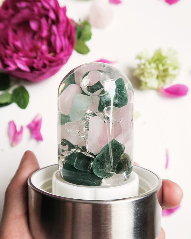 Every single #MindfulHealthGives @Vitajuwel has beautiful aventurine, clear quartz and rose quartz to help foster healing ❤️These specific stones were chosen because they benefit the mind, body and spirit, creating a feeling of ease, compassion and hope. ⠀ Aventurine has been used for centuries for it's regenerative and reviving purposes, and rose quartz fosters love, tranquility and harmony. Clear Quartz awakens the spirit and brings clarity while improving health and balance. ⠀ Fill this bottle with water and wait for seven minutes, after which time your drink will absorb the soothing benefits of Aventurine, Clear Quartz and Rose Quartz. ⠀ All of the proceeds from the sale of this bottle- will benefit Mindful Health Gives, and help bring healing health retreats to caregivers, cancer patients and survivors. To shop- click the link in our bio or visit www.mindfulhealthgives.org/shop #GiveAHandThatHeals #Caregivers #crystals #crystalhealing