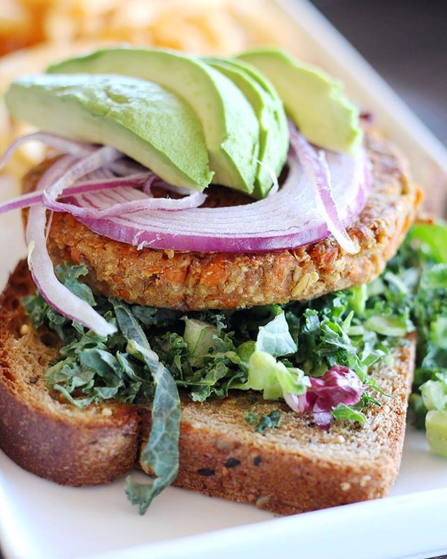 """When looking for healthier options, I usually am wondering if restaurants sacrifice flavor for healthier fare, but not at the newest @trystcafeaz. Located right in my backyard in Chandler, I was pleased to find natural, organic, healthy, options including the Desert Ridge Summer Rolls and the Sweet Potato Veggie Burger. My favorite was the Crispy Quinoa Avocado; they wrap the avocado in quinoa and deep fry it to a golden brown, seriously a must for avocado lovers out there. 🥑🥑🥑 The vibe is airy and open, and fits the restaurant well. I even met with the owner, Lisa, and she told me that usually every month they host """"Tryst Around the World"""" and feature dishes from different countries. How cool is that?! They also feature wine events so, bottoms up! Add Tryst Cafe to your list when you're in the mood for happy, healthy fare. #healthyfood #naturalfood #avocado #veggieburger"""
