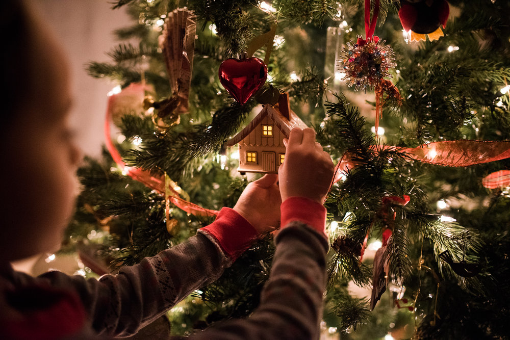 Lindsey Victoria Photography holiday traditions handmade ornaments Christmas Tree decorating family lifestyle photographer Litchfield County, CT Brooklyn New York City