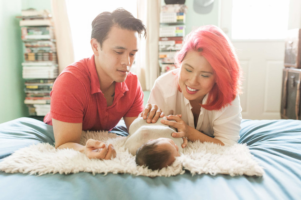 in home lifestyle newborn photographer lindsey victoria photography park slope brooklyn ny