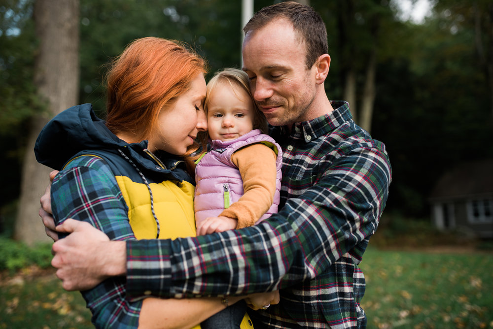 fall family photo session  by Lindsey Victoria Photography group hug momma daddy daughter sunset what to wear