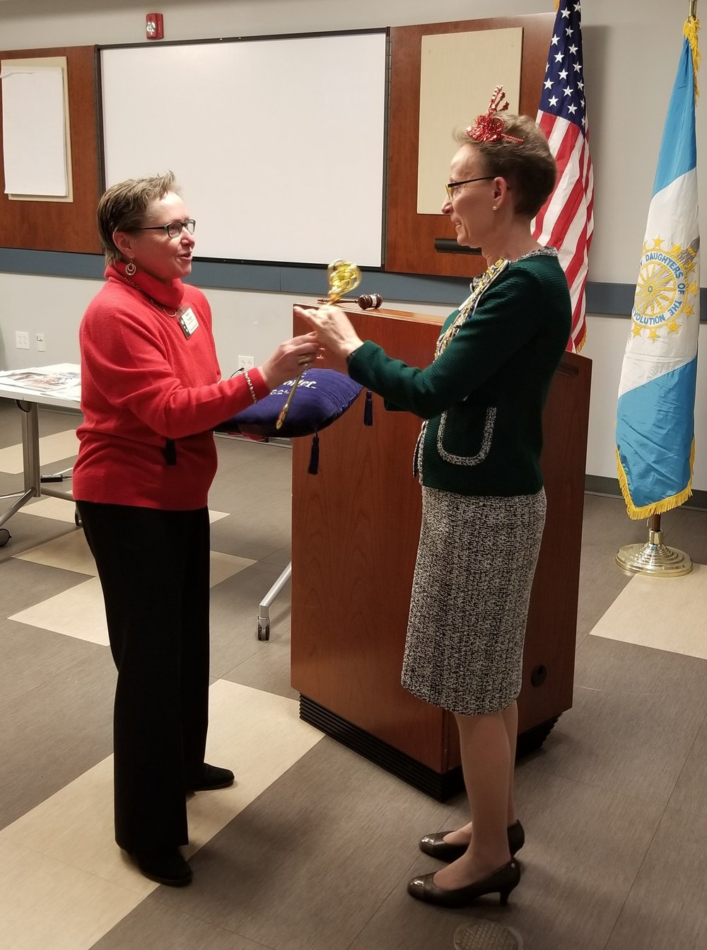 Freedom Hill Chapter NSDAR presents award for Honorary Chapter Regent for Life
