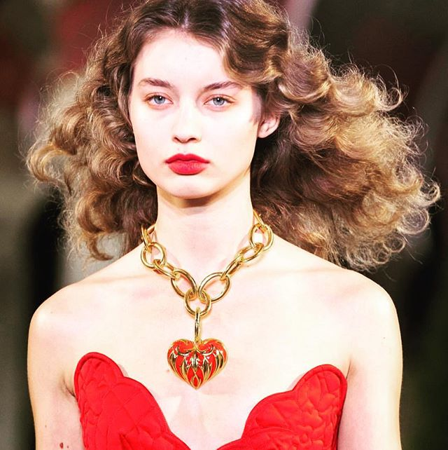 We love you!! Happy Galentine's day lovelies! Utilize SELFLOVE25 at checkout at Nuriyahnyc.com!  Image from the very renowned SS19, Oscar de la renta runway...you are our heart, ❤️❤️