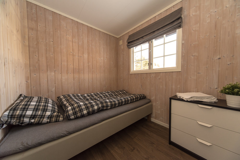 Bedroom with 120 cm wide bed