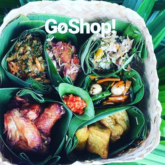 Enak! Yummy #plasticfree food delivery at @warungkitajogja! Have you tried it yet?  #plasticfree #mappingplastics #socialbusiness #zerowaste #zerowastelifestyle #dietkantongplastik #breakfreefromplastic #cleanseas #alternativedelivery #reuse #togoodtogo #delicousfood #beatplasticpollution #creativeminds #localfood #bananaleaves #yummy photo by warungkita.