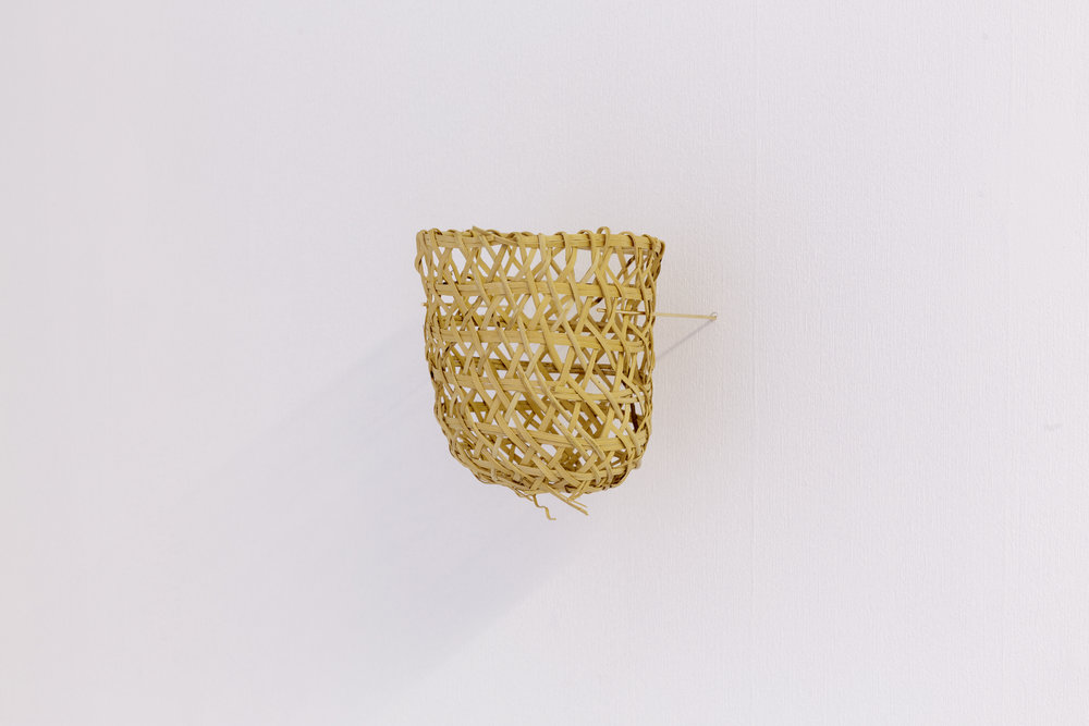 Joana Escoval, Untitled, 2014. Gold, Naso-Teribe basket. Photo: Tim Bowditch.
