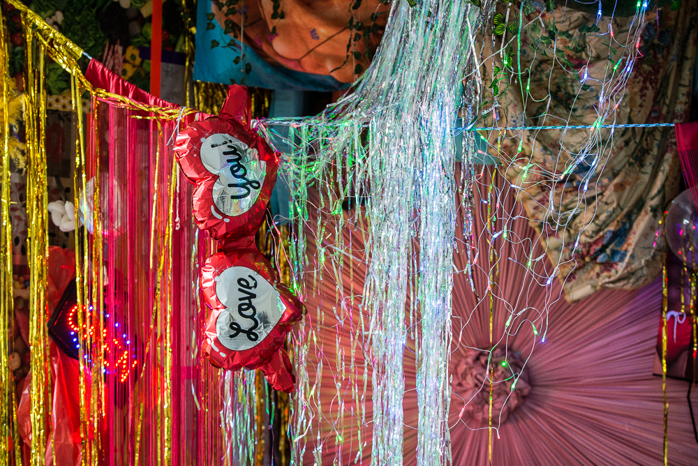 Cibelle Cavalli Bastos, Las Venus Resort Hotel: Hang Out Dimensional Slice Download, 2018, Installation. Photo Katarzyna Perlak