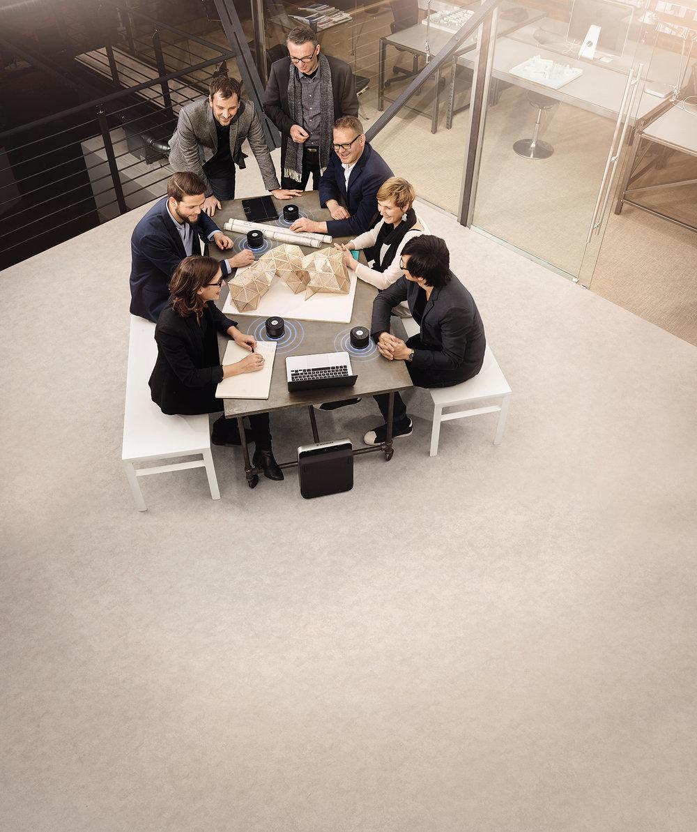 Små og fleksible møterom blir stadig vanligere, og krever at teknologien er både diskret og mobil.