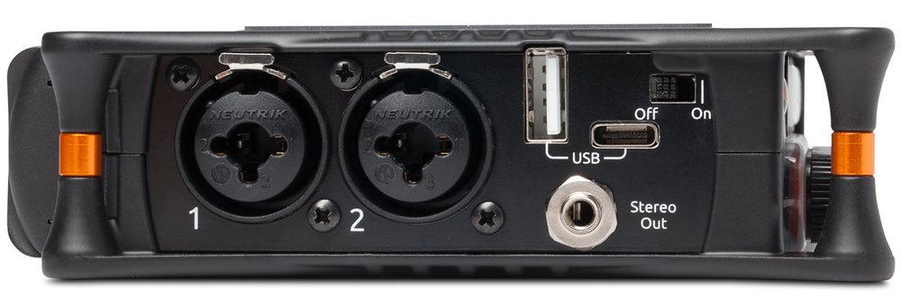 Lydinnganger på combo-tilkobling, USB-C og USB-A for å sende signal til datamaskin eller flat. Kun stereo mini-utgang, ingen profesjonelle utganger.MixPre kan motta tidskode enten som lyd inn i AUX-inngangen, eller via mini HDMI.