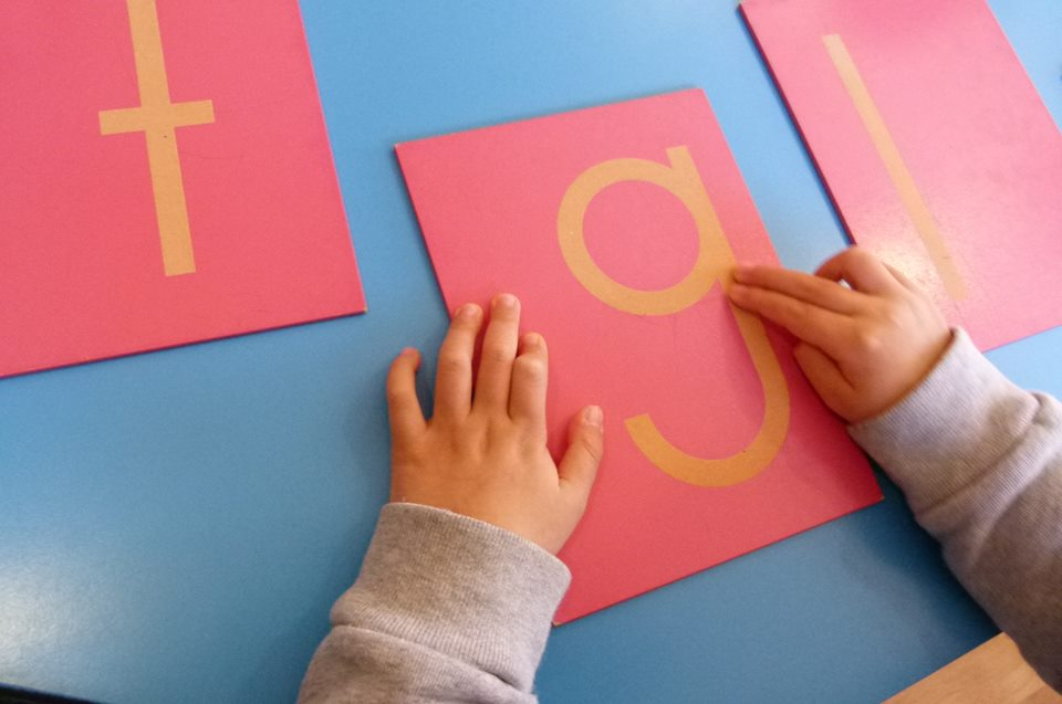 Alfabeto de papel de lija