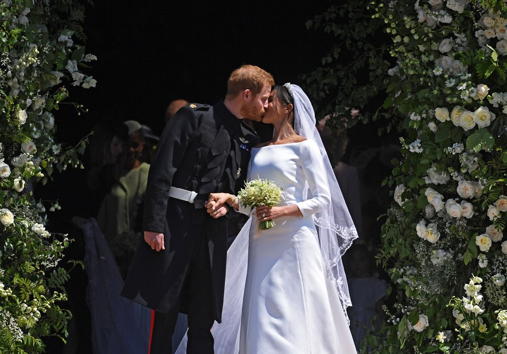 royal-wedding-2018-meghan-markle-prince-harry-church-kiss.jpg