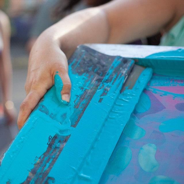 Tickets are going fast for Gretchen Schermerhorn's @gretchenschermerhorn Screen Printing workshop @hspacedc Sunday, July 29 from 1-3pm. $40. . . Sign up now. Link in our bio. . . . . #workshops #unconfined #printmaking #acreativedc #screenprinting