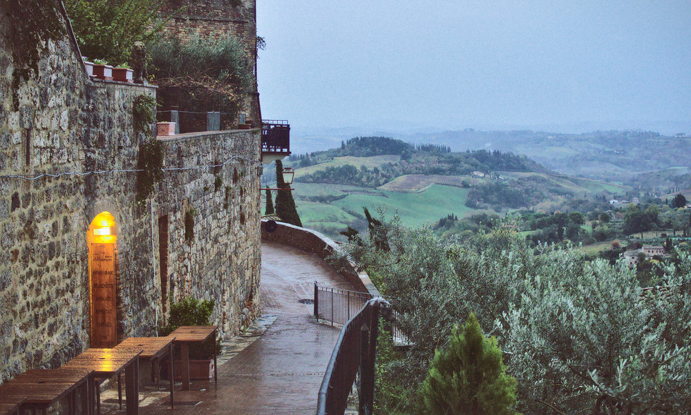 Join Maria in the Tuscan countryside and beside the Mediterranean Sea for a series of four intimate lectures on the Ketogenic lifestyle.