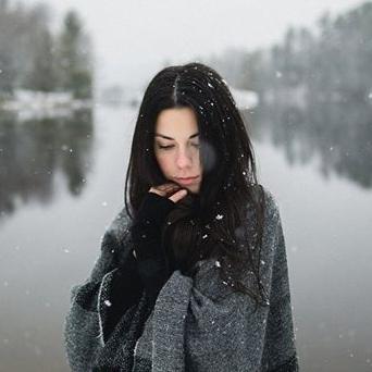 ARIELLE LIVERNOCHE - Née à Sainte-Julienne, Arielle Livernoche emménage à Montréal en 2012. Depuis, elle vit de projets artistiques et construit petit à petit sa propre entreprise de photographie. Elle aime créer des images qui laissent place à l'objectivité, l'interprétation personnelle et surtout, à la l'ouverture d'esprit.ariellelivernoche.com