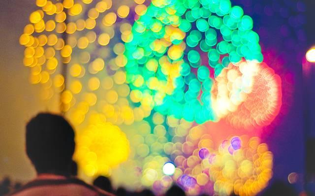 Fogos de artifício coloridos.jpeg
