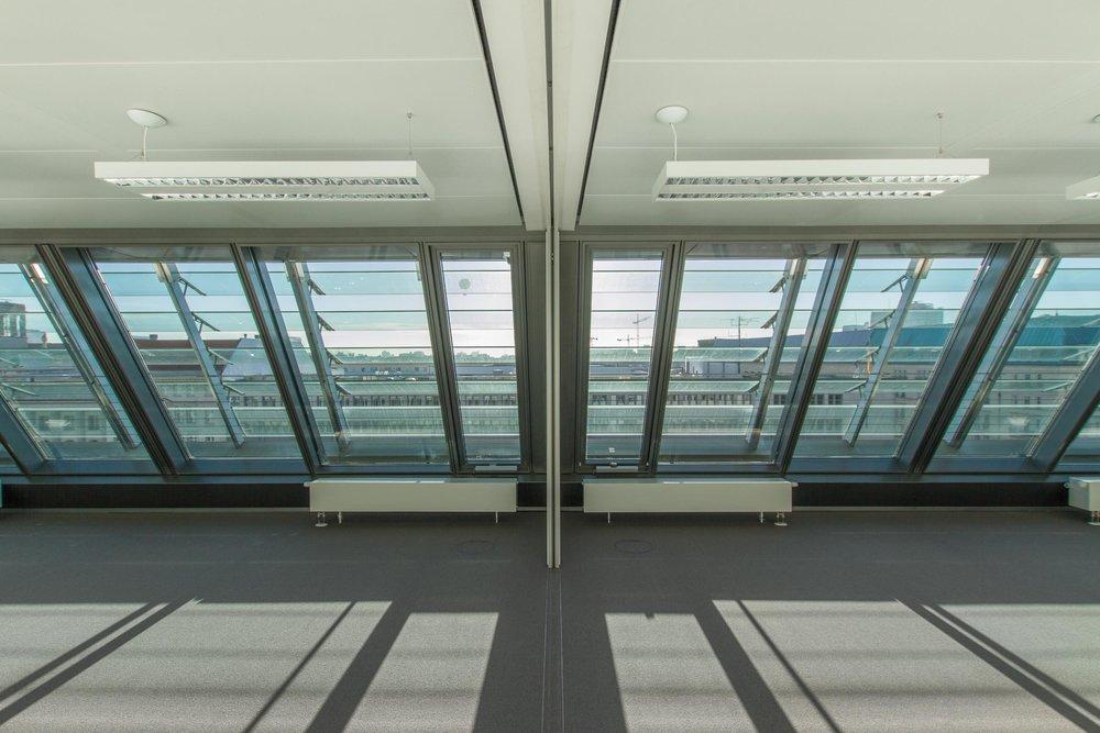 Raum für große Besprechungen, Mobile Trennwand