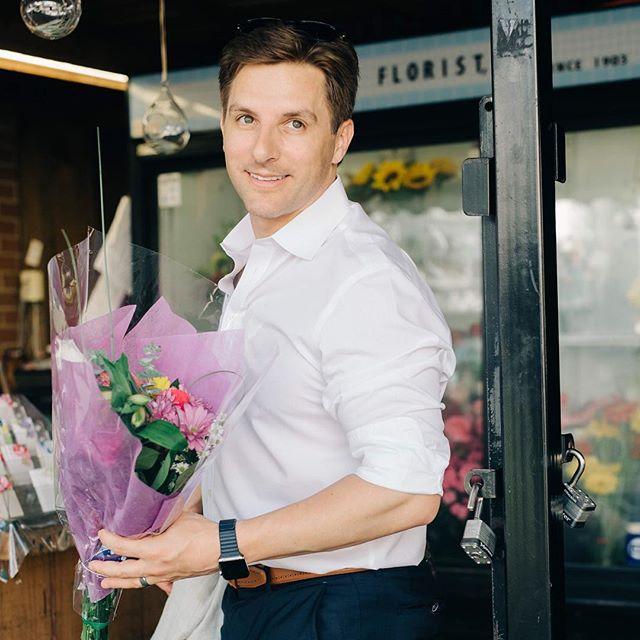 It's Friday! Here is a little something to start off your weekend.  Dr. Boudreault from @drdavidboudreault buying flowers for his beautiful wife @mollyboudreault. . . . #abmlifeisbeautiful #flashesofdelight #visualcrush #glitterguide #handsinframe #theeverygirl #shotwithlove #allwhatsbeautiful #socality #liveauthentic #thevisualvogue #losangelesphotographer #socalphotographer #paloalto  #womenempowerment #southbayphotographer #lifeisbeautiful #lifestylephotographer #nichanhnicolephotos #lablogger #paloaltolife #paloaltophotographer #paloaltodowntown #paloaltoplasticsurgeons #professionalheadshots #plasticsurgery #entrepreneurlife #professionalbranding #professionalbrand