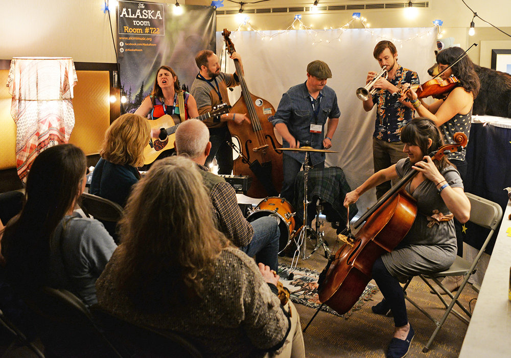 The Super Saturated Sugar Strings from Anchorage, AK perform in the Alaska Room at Folk Alliance International Conference in Feb 2018. Photo: Meredith Bless