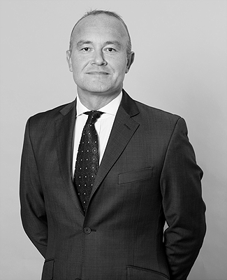 Michael Reeves   is the Senior Clerk of 4 Paper Buildings, with a long career focused on client service, management of clerks and ultimately for a smooth client journey.