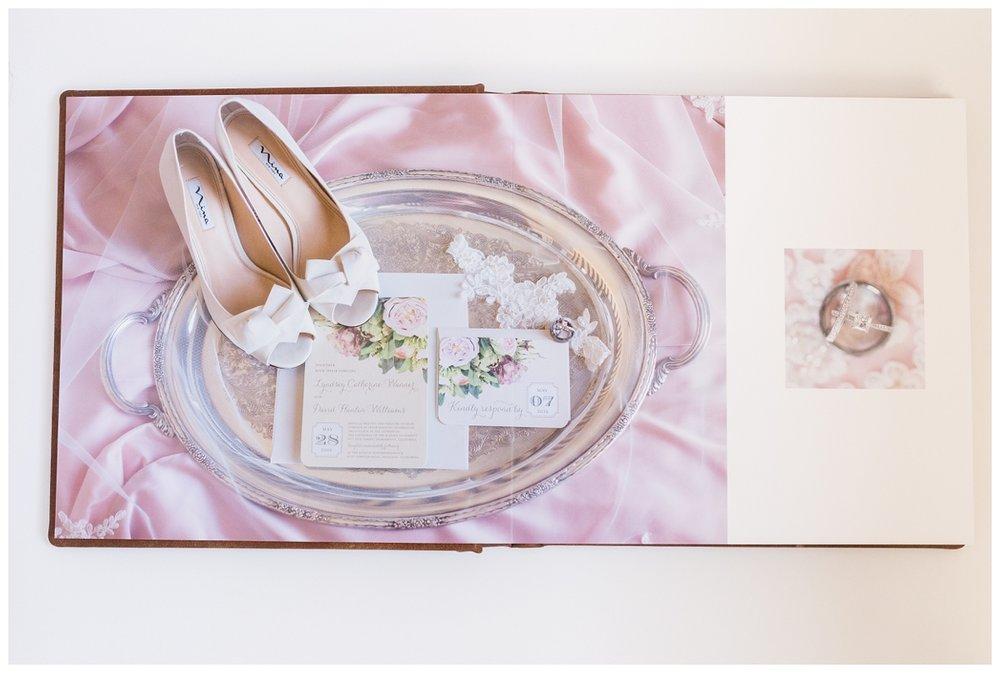 Luxury-leather-kiss-wedding-albums_3973.jpg