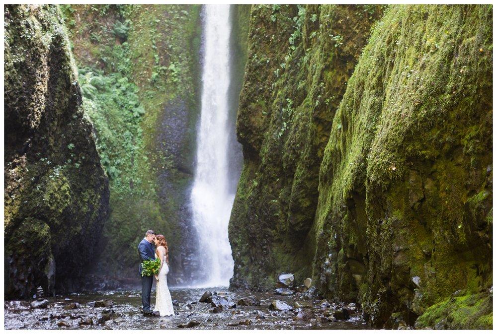 Oneonta-Gorge-Elopement-Photographer-Destination-Wedding_0579.jpg