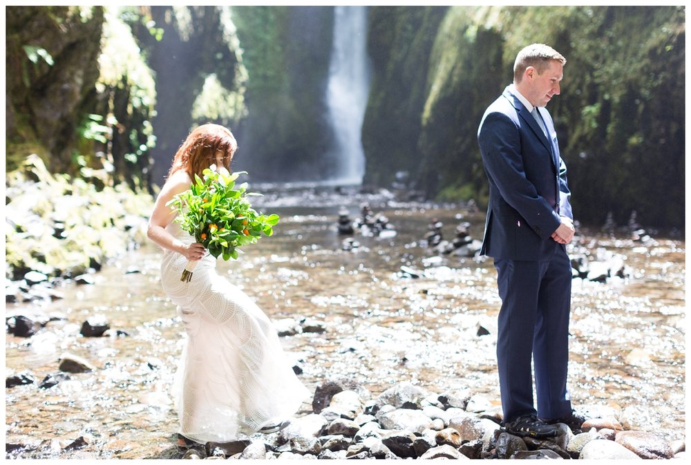 Oneonta-Gorge-Elopement-Photographer-Destination-Wedding_0559.jpg