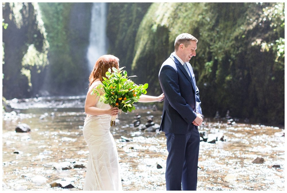 Oneonta-Gorge-Elopement-Photographer-Destination-Wedding_0560.jpg