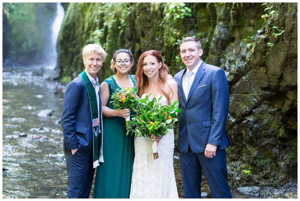 Oneonta-Gorge-Elopement-Photographer-Destination-Wedding_0577.jpg