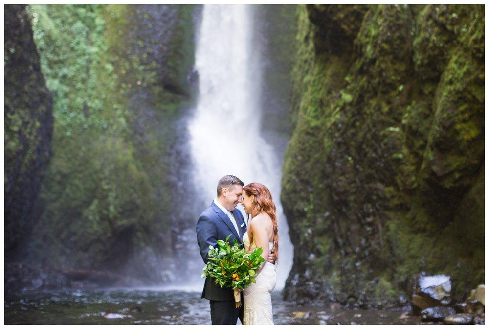 Oneonta-Gorge-Elopement-Photographer-Destination-Wedding_0583.jpg
