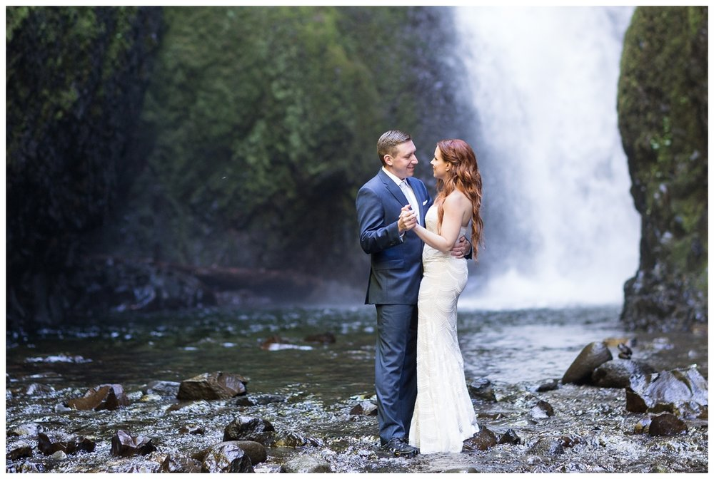 Oneonta-Gorge-Elopement-Photographer-Destination-Wedding_0603.jpg
