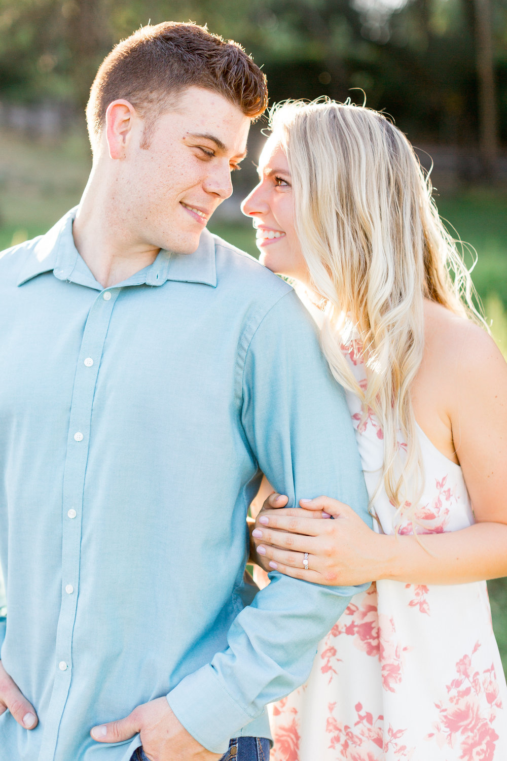 engaged-couple-has-photos-taken-in-northern-california