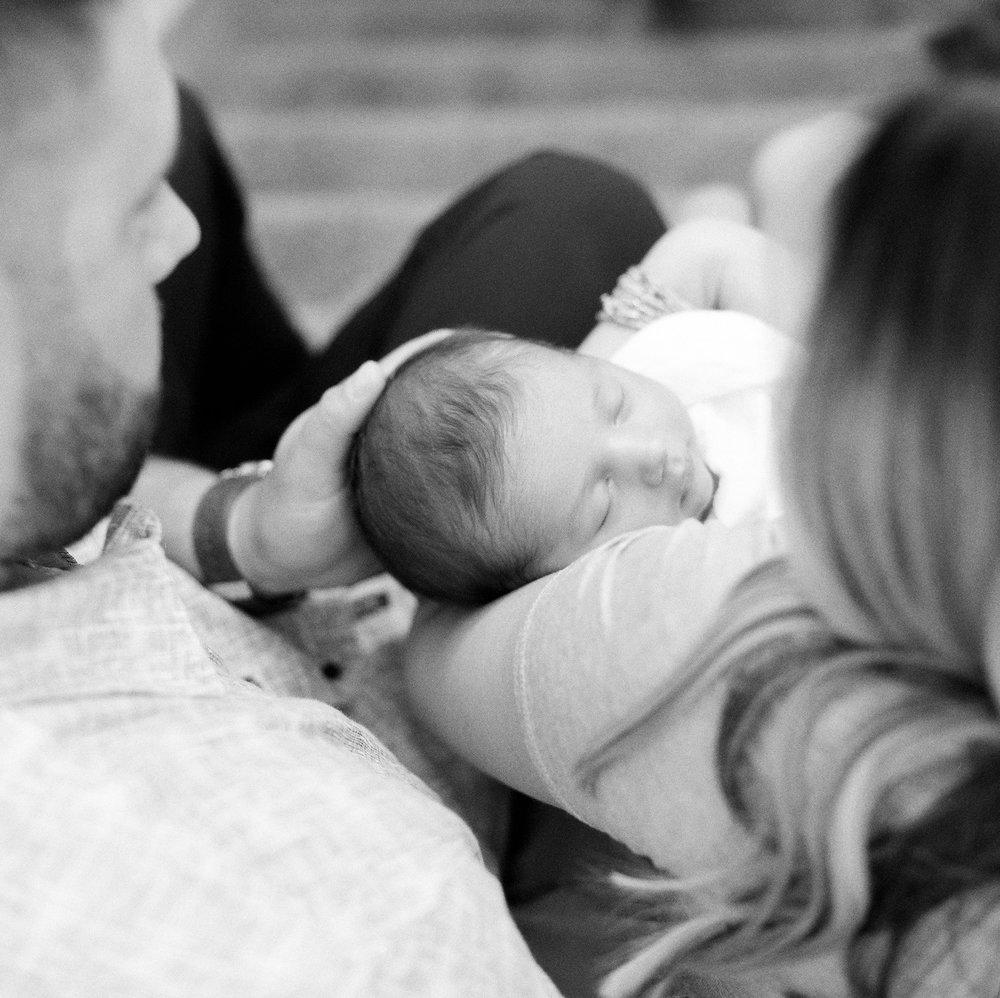 120Roseville-Lifestyle-Newborn-Photographer (102 of).jpg