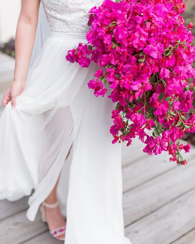 Love the pop of color from Tana's wedding bouquet! #trecreative #destinationmexicowedding