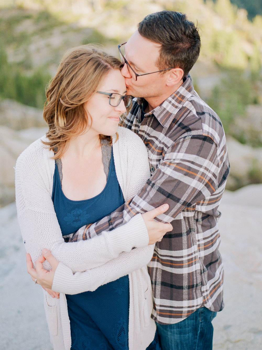 Northern-California-wedding-photographer-travels-to-Donner-Lake-for-engagement-photos(4 of).jpg