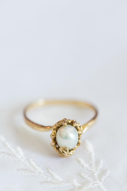 jewelery-as-wedding-gift-from-bride.jpg