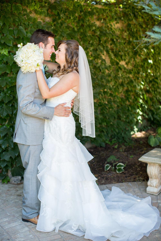 Chico-wedding-photographer-captures-couple-on-wedding-day.jpg