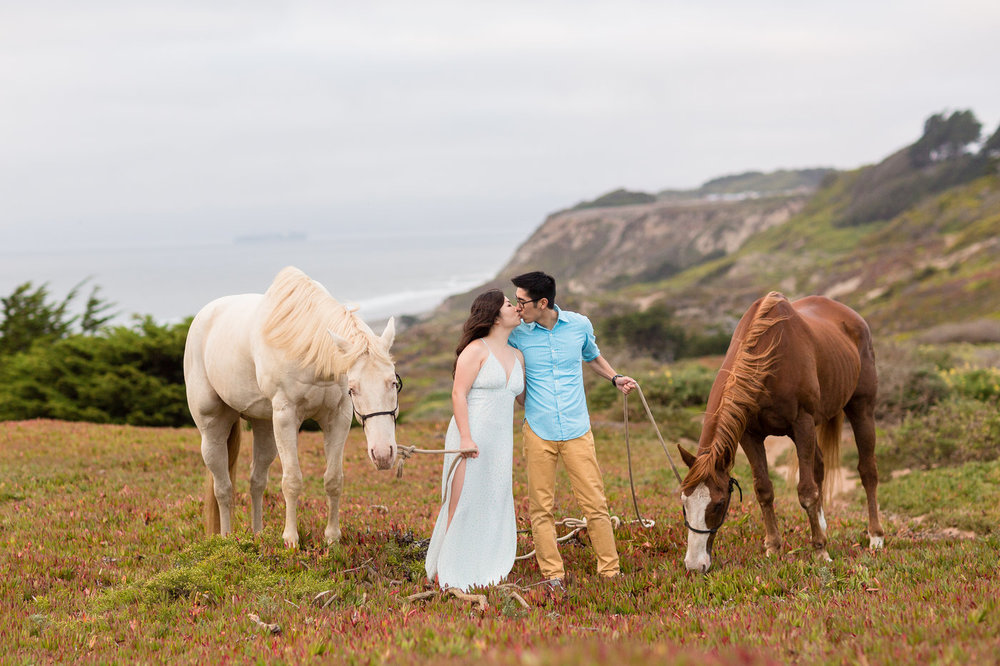 Destiantion-San-Francisco-couple-takes-photos-with-horses-on-beach.jpg