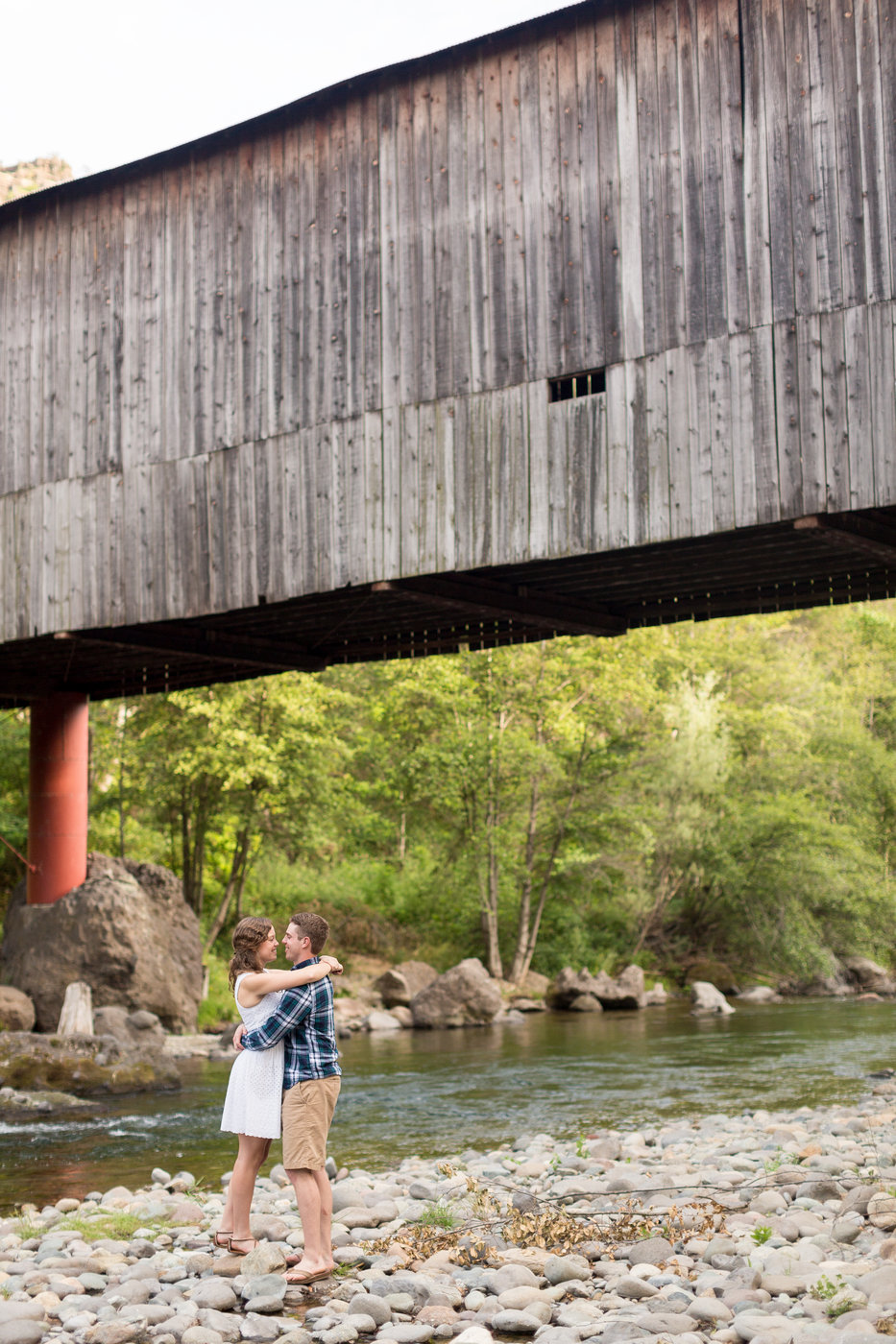 Honeyrun-Covered-Bridge-Engagement-photosjpg