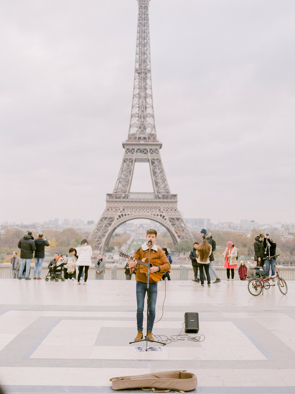 musician-plays-in-front-of-effle-tower.jpg
