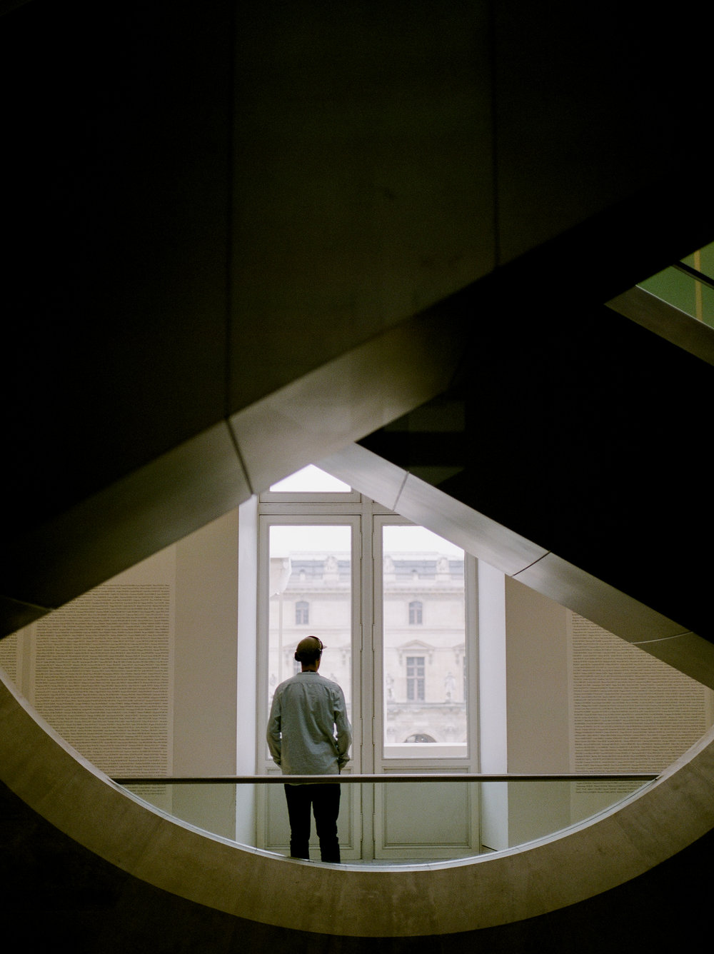 tourist-inside-the-louvre-museum-in-winter.jpg